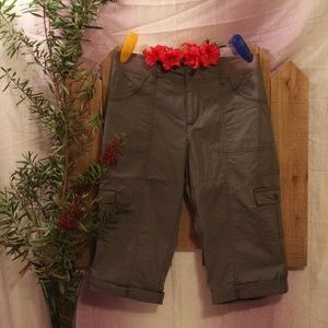 Lee Relaxed Fit Elastic Waist Gray Cargo Capris